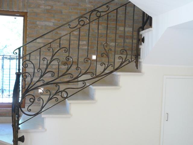 Ringhiere e scale interne rosso ferro battuto - Ringhiere scale esterne ...
